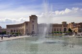 Yerevan, central plaza with fountains — Stock Photo