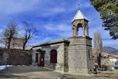 Garden landscape with St. Sargis Church of Vanadzor, Armenia — Stock Photo