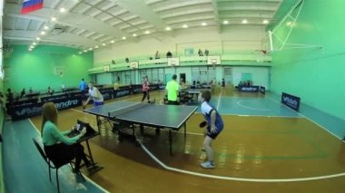Russia, mart 2015 - children play table tennis. — Stock Video