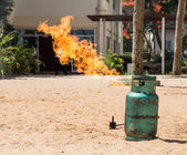 培养基本的消防测试火灾泄漏气罐 — 图库照片