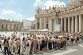 Queued at the Vatican — Stock Photo