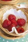 Raspberries in small baskets — 图库照片