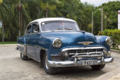 Old blue car in Cuba — Stock Photo