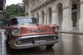 Classic car In Havana on a rainy day — Stock Photo