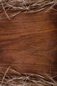 Empty wooden rustic cutting board with straw copy space for text — Stock Photo