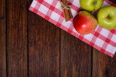 Fresh apples with cinnamon on wooden table copy space  — Stock Photo
