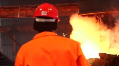 Worker controlling smelting iron in furnace — Stock Video