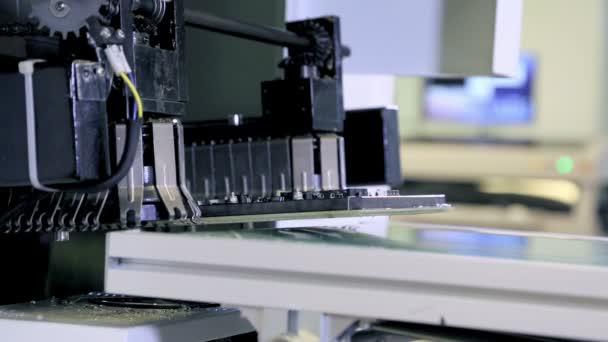 Producción de la línea de montaje de fábrica de Pcb — Vídeo de stock