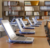 Groep van laptops in office — Stockfoto