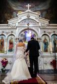 Couple at the altar during the wedding ceremony — Stock Photo