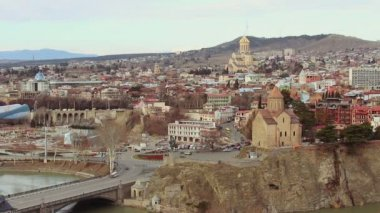Medieval castle of Narikala and Tbilisi city — Stock Video