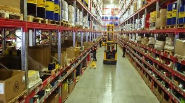 Cardboard boxes inside a storage warehouse. — Stock Video