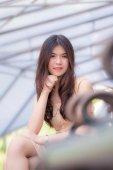 Mooie jonge vrouw glimlach — Stockfoto
