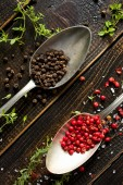 Black and red pepper — Stock Photo