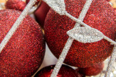 Christmas decorations, red and white ornaments — Zdjęcie stockowe