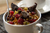 Coffee and oatmeal with fruit and nuts breakfast setting — Foto Stock