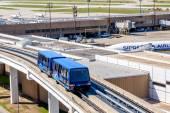 地上ターミナル Iah でトラムの接続 — ストック写真