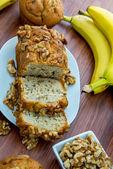 Fresh banana walnut bread — Zdjęcie stockowe