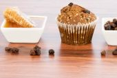 Honey raisin bran muffins — Stockfoto