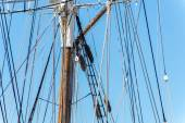 Sailboat masts, rigging and rolled up sails — Stockfoto