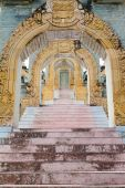 Stone archway and stairs — Stock Photo