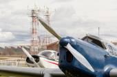 Vue partielle de plusieurs vieux avions — Photo
