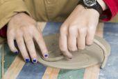 Working ceramics — Stock Photo