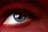 Beauty eye with dark red skin makeup — Stock Photo