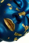 Μπλε ομορφιά προσώπου με χρυσό χείλη. — Φωτογραφία Αρχείου
