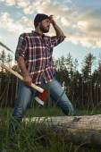 Bearded Lumberjack holding a big Ax in one Hand and wipes the Sw — Stock Photo