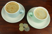 English Currency with two coffee cups. — Stock Photo