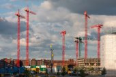 Construction cranes on a construction site in Hamburg — Photo