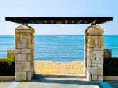 Gate to enter the beach against the sea — Stock Photo