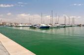 Yelkenli Yatlar ve tekneler limanda Palma de Mallorca vardır — Stok fotoğraf