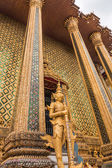 Gold Giant Guardian in Wat Phra Kaew temple ,bangkok,thailand — Stock Photo