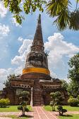 Statusu Pagoda i Buddy wat yai chaimongkol, ayutthaya, tajski — Zdjęcie stockowe