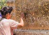 Coin in foot Buddha Status at Wat Yai Chaimongkol, Ayutthaya, Th — Stock Photo