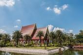 Red pavilion at Wat Yai Chaimongkol, Ayutthaya, Thailand — Stock Photo