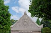 Bas relief at the top of gate in taman sari water castle - the royal garden of sultanate of jogjakarta — Stock Photo