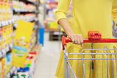 Woman shopping for baby food in supermarket — Стоковое фото