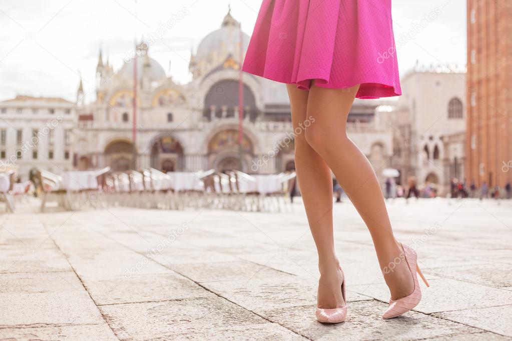 Дама с красивыми ножками
