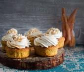 Carrot muffins with cream — Zdjęcie stockowe