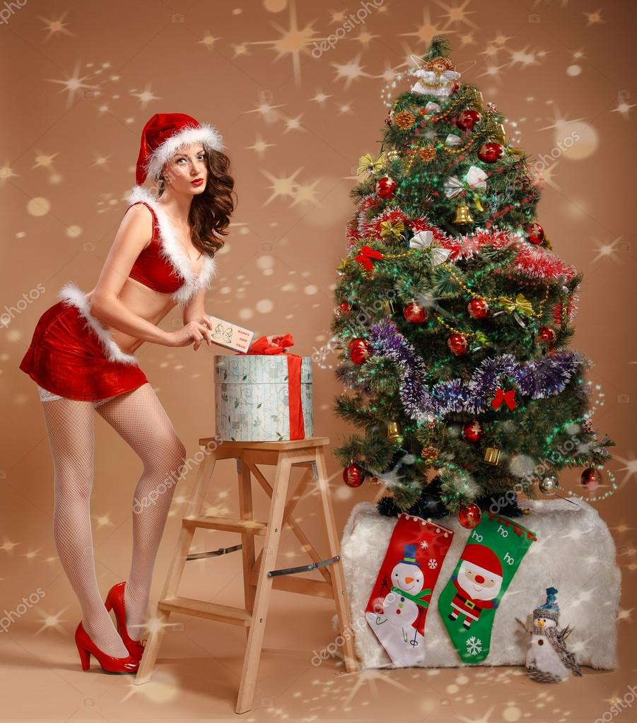 fucking awesome brunette under the christmas tree  476358