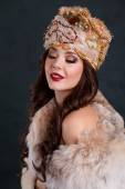 Queen in royal dress. sexy girl in royal hat and fur coat — Stock Photo