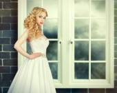 Portrait of Beautiful Young Fashion Bride in interior — Fotografia Stock