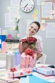 Woman receiving a romantic surprise at work. — Stock Photo