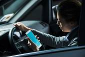 Woman using mobile while driving — Stock Photo