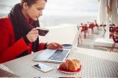 Relaxing breakfast at the cafe — Stock Photo