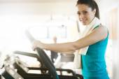 Attractive woman doing cardio exercise at gym — Stock Photo