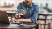 Wine tasting at the bar — Stock Photo